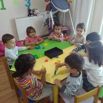 Düş Bahçesi Anaokulu Oyun Hamuru Etkinligi
