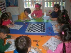 Çocuklarımız satranç etkinliğinde.